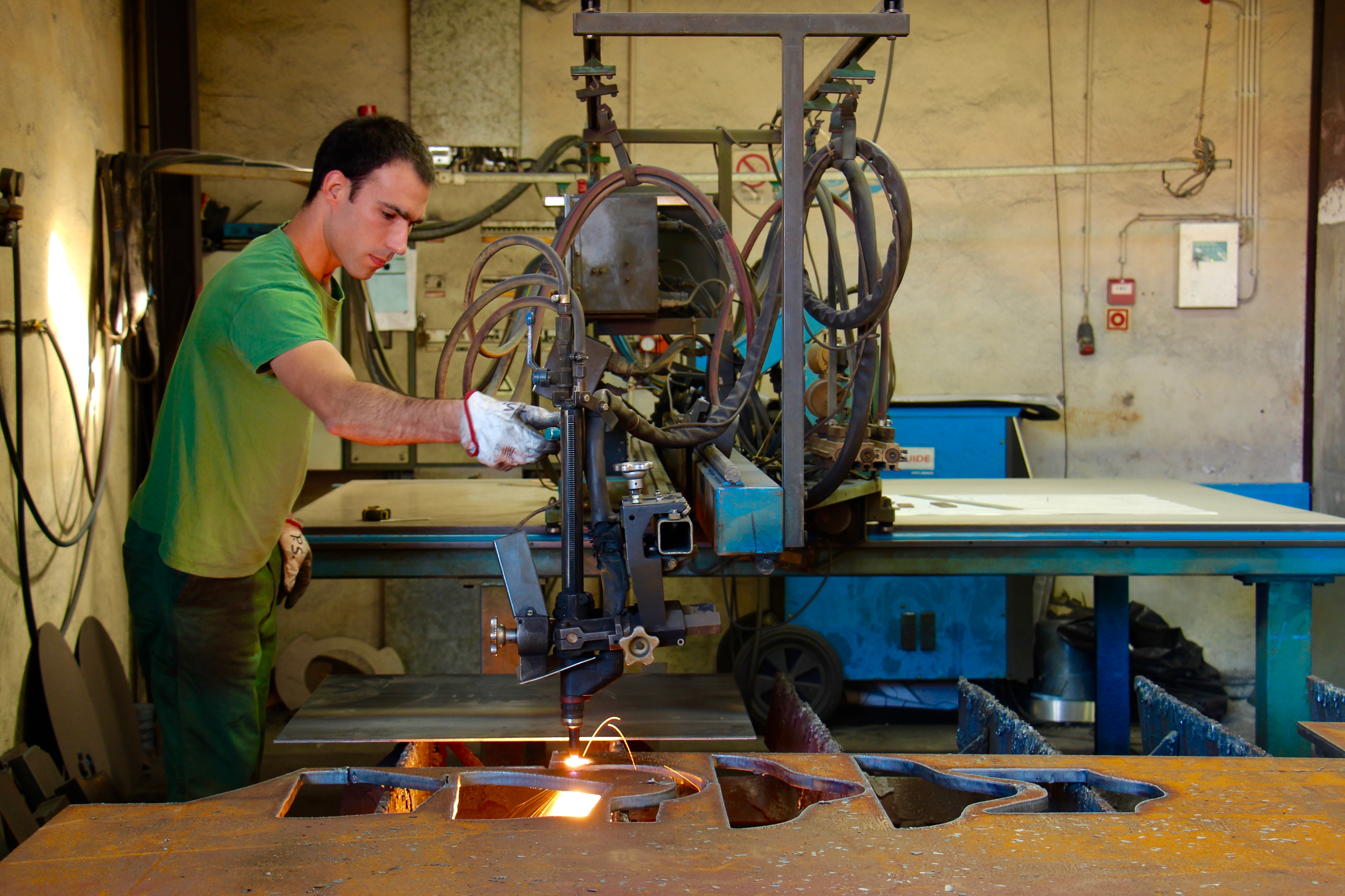 Oxicorte nos Armazéns do Lima, para corte do ferro de grande espessura